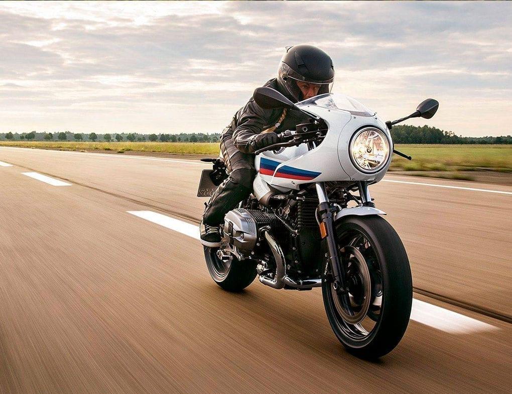 Moto BMW R nineT Racer